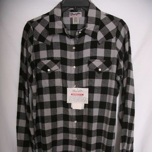 Wrangler NWT Flannel Button-up Gray & Black